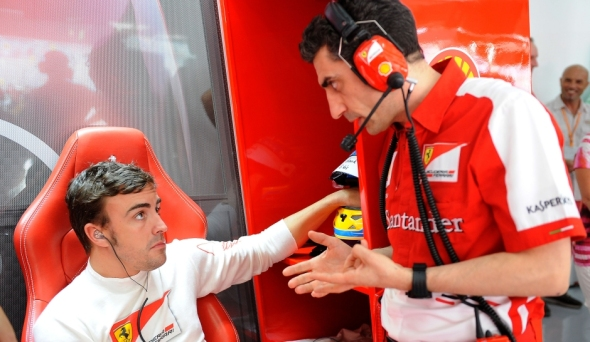 Fernando Alonso and his race engineer Andrea Stella - Photo: Ferrari