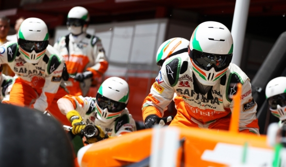 Problems for Sutil during his pit stop - Photo: Sahara Force India
